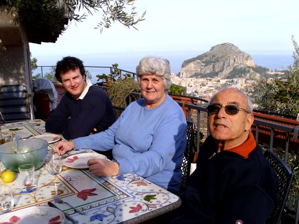 Familie Geraci Mees/ lekker buiten eten in januari!